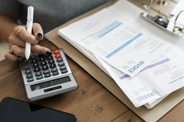 perbedaan akuntansi manajemen dan keuangan
